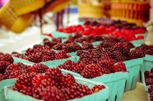 Un panier de fruits rouges
